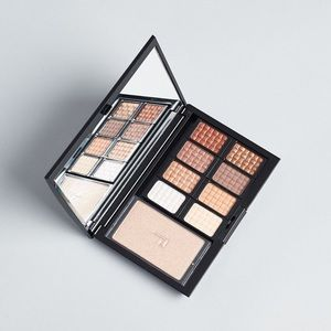 Doucce Eye Shadow Palette with Highlighter